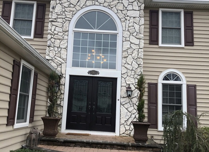 Cultured Stone in Bucks County (Country Ledgestone) BEFORE