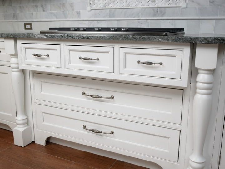 Kitchen Cabinet Doors – What type of hardware to choose?